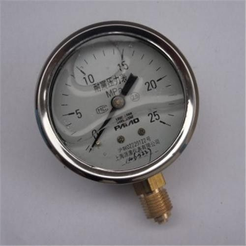 liquid filled brass or stainless steel pressure gauge With lower bottom, center back connection